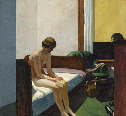 Hopper tiene la destreza de convertir una escena simple y cotidiana de habitación de hotel en una nueva dimensión de mujer solitaria y ensimismada. Violentos contrastes de luces y sombras mientras la mujer lee los horarios de ferrocarriles..