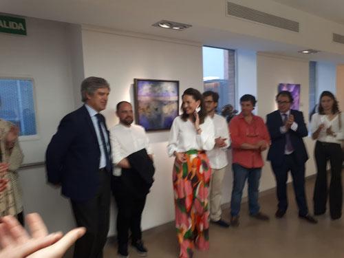 Presentación de la Exposición ARTE+FE en el Memorial Angel Ayala de la Fundación Cultural Ángel Herrera Oria.A la izquierda Pablo Glez Pola del Instituto Karol Wojtyla, a la dcha la comisaria Maria Tarruella junto a los artistas.