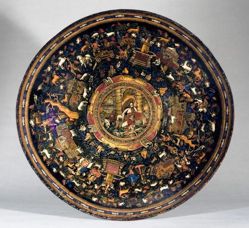 Batea, Michoacán, México 1650. Todo un refinado ejemplo de las lacas de Peribán con cofres, bateas, escritorios.La mayor colección en el Monasterio de las Descalzas Reales.