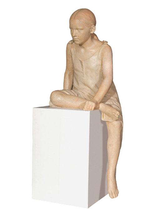 Francisco López.Niña sentada 1994.Escayola con color y patinada.120x50x45cm.Coleciión del artista.