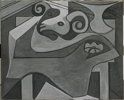 Cabeza de carnero en una mesa 1925. Museo Nacional de Picasso en Paris.El terror y el deseo de dominación eran fundamentales en su visión del mundo,pero son frágiles,sus dibujos obsesionados con la muerte cobran fuerza,a veces el interior es una tumba.