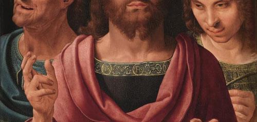 Salvator Mundi bendice con su mano derecha con los dos dedos simbolizando su doble naturaleza:humana y divina.Los tres dedos doblados representan la Trinidad.