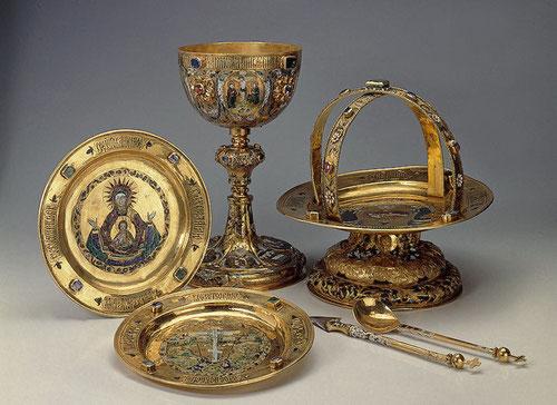 Cáliz, Patena, objetos litúrgicos procedentes de los talleres del Kremlim, Esmalte policromado y piedras preciosas con motivo de la consagración de San pedro y San Pablo.