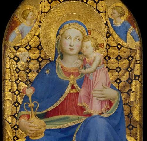 La Madonna de la Humildad es sin duda una de las mas cautivadoras de Fra Angelico,representa un tipo popular sentada en almohadon y acompañada por ángeles que tocan diferentes instrumentos,en este caso Ella tiene en su mano el jarrón con rosas y azucenas.