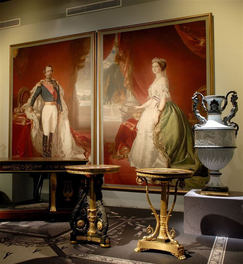La Emperatriz Eugenia de Montijo, tapiz gobelino de lana y seda, junto a Napoleón III.
