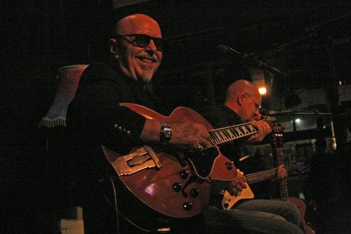 Toscho und Mike, die kahlen Köpfe der Blues Company, 7.11.2013 Foto: Ira Thorsting