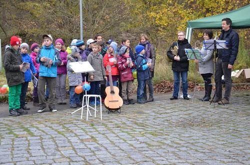Spatzenchor Buch und Musiker der Staatskapelle