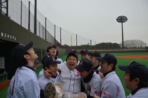アロハ 日高選手 胴上げ