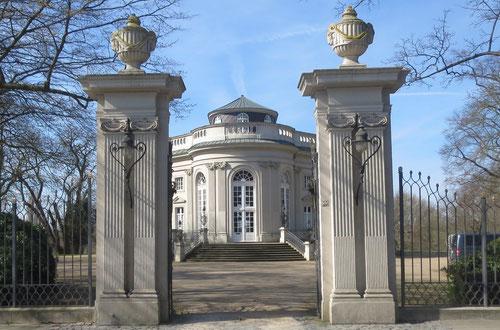 Schloss Richmond bei Braunschweig mit Eingangstor von Osten, Foto: Grote