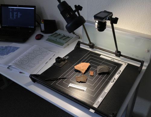 Bearbeitung archäologischer Funde im Büro