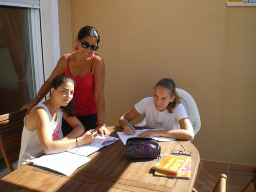Comme elles sont studieuses!