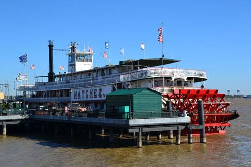 """Die """"Natchez"""", einziger noch fahrender Schaufelraddampfer auf dem Mississippi"""
