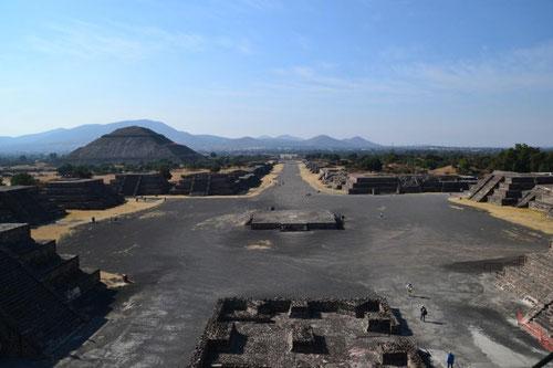 Die Pyramide der Sonne und die Strasse der Toten in Teotihuacan