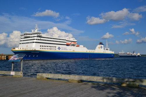 Riesenfähren nach Neufundland