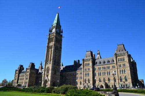 Das mittlere Parlamentsgebäude mit dem Peace Tower