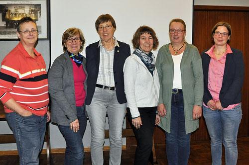 Heike Meier,  Kreisvorsitzende Sylke Messer-Radtke,  Vorsitzende Anna Mumm,  Manuela Clausen,   Sandra Retzlaff,  Stefanie Todt                     Foto:S.L.Peters