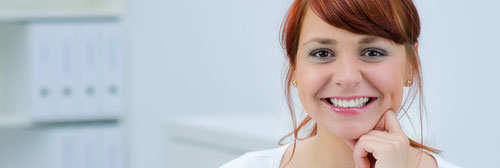 Europäische-Krankenversicherung-lässt-Frau-lachen