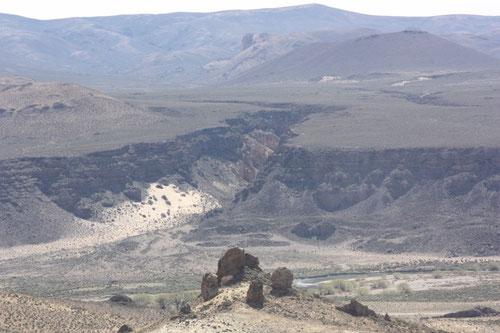 Desde lo alto y con zoom tomé esta imagen de las enormes grietas producto de la erosión por el  agua
