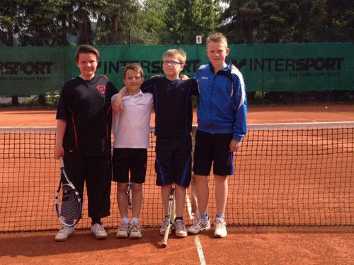Aufstellung der Junioren U12 am 10.06.2015 gegen den  Herdringer TC von links nach rechts: Jan Rygol, Julius Rüther, Ben Mette, Timo Isdebski