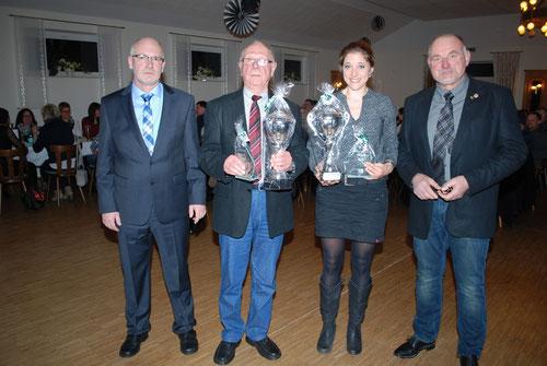 von links: 1. Vorsitzender Benedikt Gerbrand, Sportler des Jahres 2014 Bernd Cordes, Sportlerin des Jahres 2014 Andrea Freerichs & Ehrenpräsident Reinhard Schmeling