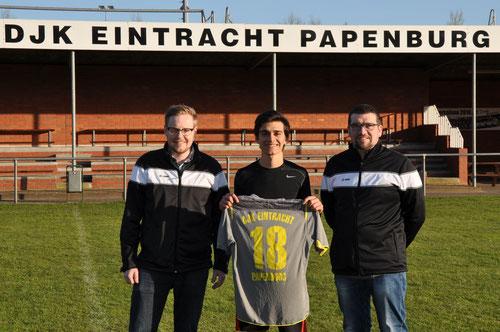Das Bild zeigt: Jugendwart Andreas Thomes, Daniel Barrantes Ugalde und den stellv. Jugendwart Rolf Jongebloed