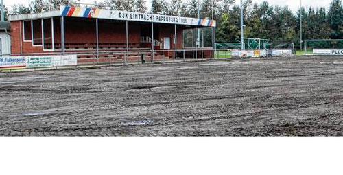 Der Hauptplatz der Sportanlage von DJK Eintracht Papenburg wird zurzeit neu hergerichtet.                                                                          Foto: Hermann-Josef Tangen