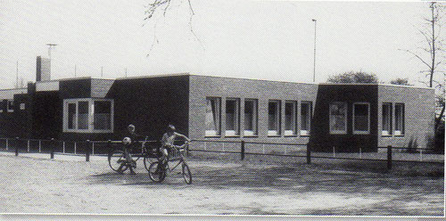 Das neue Umkleide- und Klubhaus der Eintracht kann im Oktober 1982 fertiggestellt und bezogen werden.