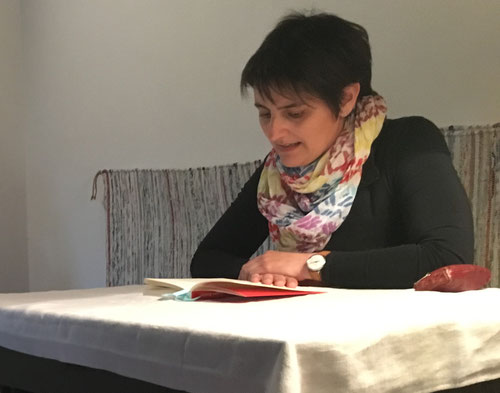 """10. Mai: Christina Loibl liest aus """"Gegen Wahlen - Warum Abstimmen nicht demokratisch ist"""" von David van Reybrouck"""