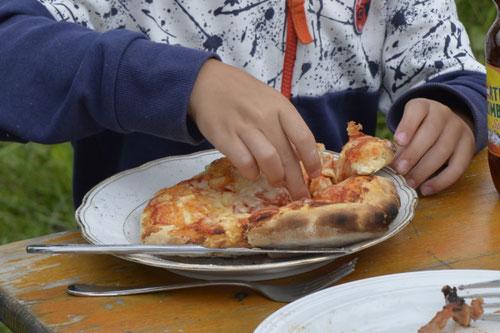 Lehmofen-Pizza Variante 1 - Sommer-Ferienprogramm St. Georgen bei Salzburg - Camilla Harfmann