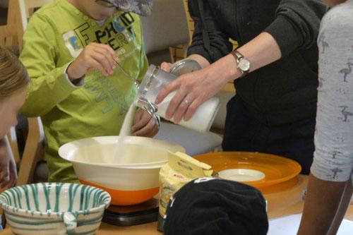 Muffin-Teig vorbereiten - Sommer-Ferienprogramm St. Georgen bei Salzburg - Camilla Harfmann