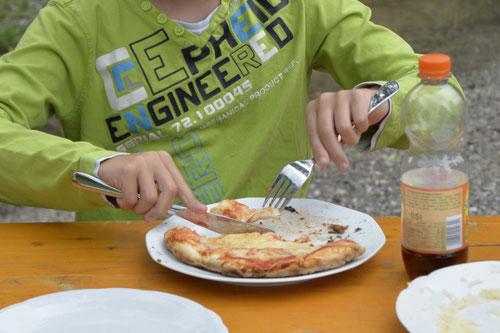 Lehmofen-Pizza Variante 4 - Sommer-Ferienprogramm St. Georgen bei Salzburg - Camilla Harfmann