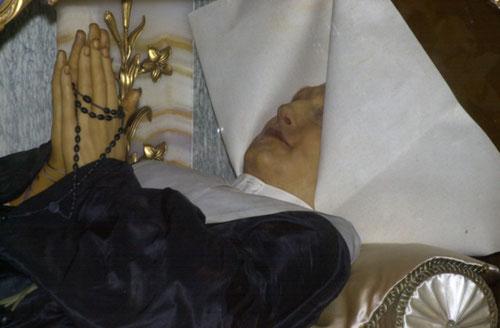 Cuerpo incorrupto de santa Catalina Labouré, vidente de Nuestra Señora de los Milagros.