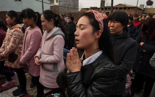 Fieles católicos viven en China una situación de persecución.