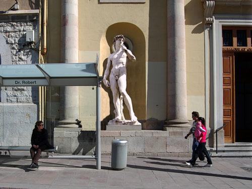 David de Miquel Àngel. Plaça del Dr. Robert.