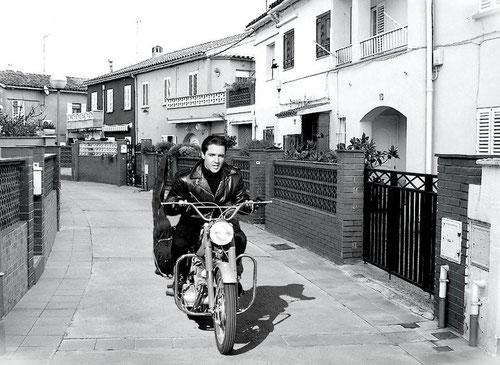 Elvis Presely a les Cases del Garcia (Nostra Llar) al barri de Sant Oleguer.