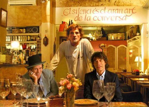 Keith Richard & Mick Jaegger (Rolling Stones) amb el Tato de la Vinateria Al Tanto que va de Canto.