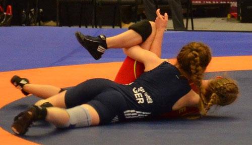 Emely Selinger (blau) im Viertelfinale