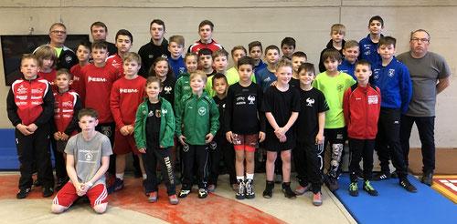 Die KSV-Jugend gemeinsam mit den anderen Teilnehmern des Ringerbezirks Darmstadt-Odenwald