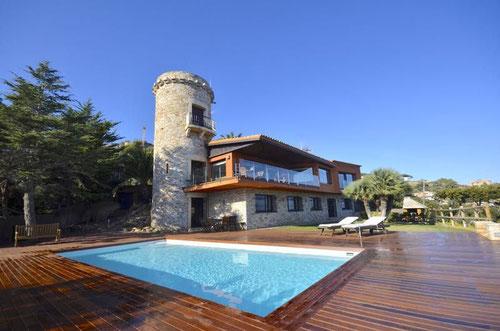 Location maison de charme à Begur pour 11 personnes. Maison de caractère bavec belle piscine et de beaux extérieurs