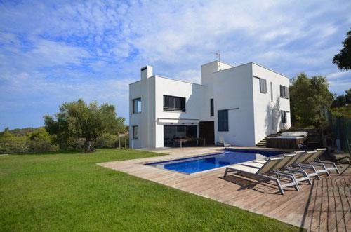 location vacances  Begur, villa de style moderne jardin piscine privée