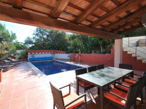 Location villa avec piscine pour 8 personnes à louer pour les vacances et qui est située entre Tamariu et Begur sur la Costa Brava.