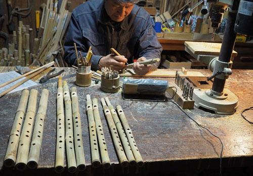 オリジナル横笛(真竹製)&オリジナル尺八製作中~指孔あけ調律~