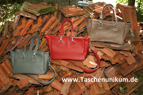 Foto: schicke Handtaschen aus echtem Leder in verschiedenen Farben erhältlich