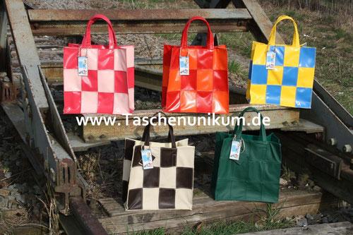 Robuste Einkaufstaschen aus LKW Plane oder echten Leder in vielen Farben erhältlich
