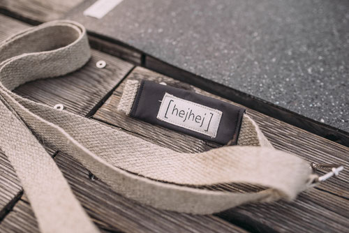 The strap of the most sustainable yoga mat bag is easily detachable.