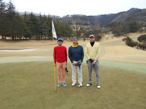 足利城ゴルフ倶楽部1番グリーンにて