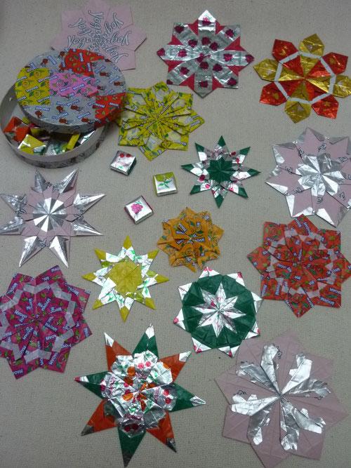 auswickeln aufessen glatt streichen falten kefro origami papier mit farbe origamipapier. Black Bedroom Furniture Sets. Home Design Ideas
