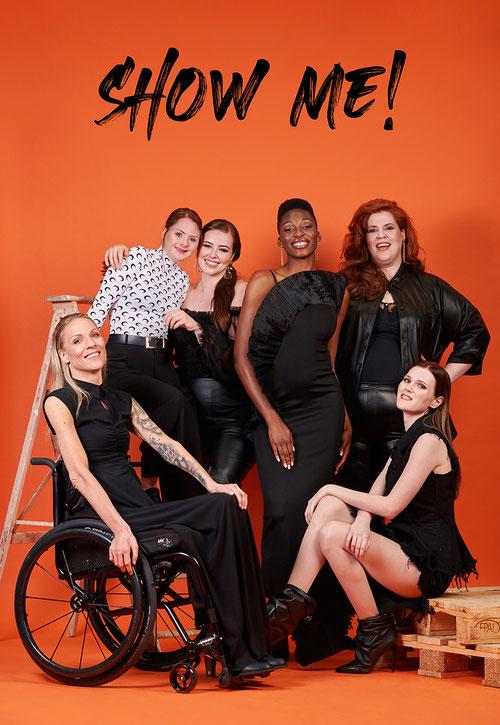 Show me! Kampagne für mehr Vielfalt und Diversity in der Modewelt und bei Models: Plussize Model Tanja Marfo, Model mit Downsyndrom Tamara Röske, dunkelhäutiges Model Toni Dreher usw. von Yvonne Sophie Thöne