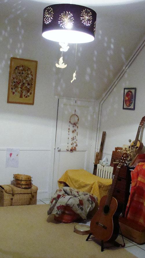 Une petite maison ancienne au coeur du quartier croix Daurade. Une allée de platane vous conduis à la maison; Un jardin et sa maison vous accueillent. Un lieu pour goûter aux plaisir de la nature