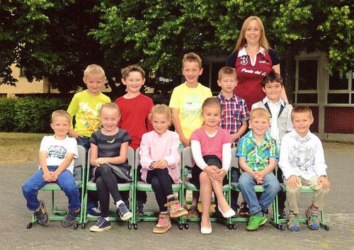 Ehemalige Klasse 1 mit Klassenlehrerin Frau Hochscheid-Klein